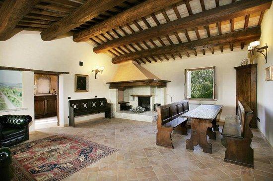 il soggiorno della villa del fattore - Foto di Valle Di Assisi, BW ...