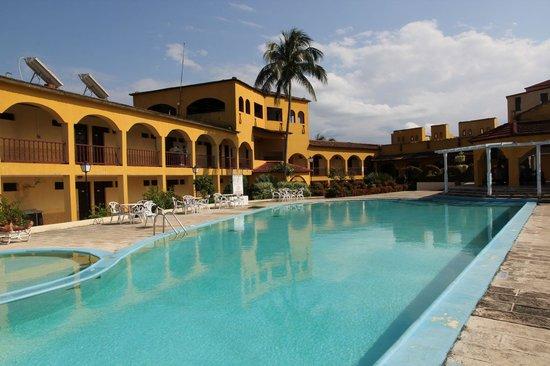 Hotel El Castillo: Pool area hotel