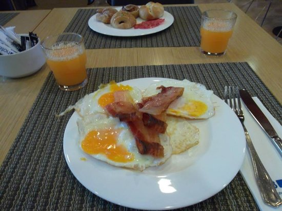 Hotel SB Icaria Barcelona : English Breakfast