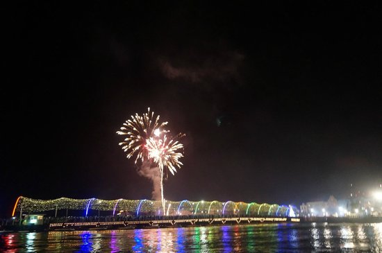 PM78 Urban Oasis Curacao: New Years fireworks in every direction - this over the moving bridge