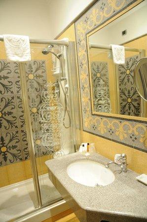 Hotel Aventino: Ducha hidromasaje