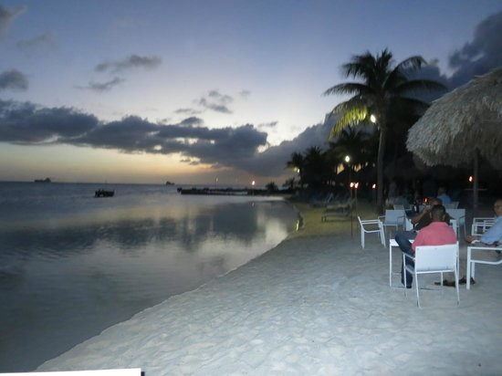 Renaissance Curacao Resort & Casino : Infinity pool