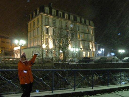 Le Parc des Fées Hotel : L'hôtel sous la neige