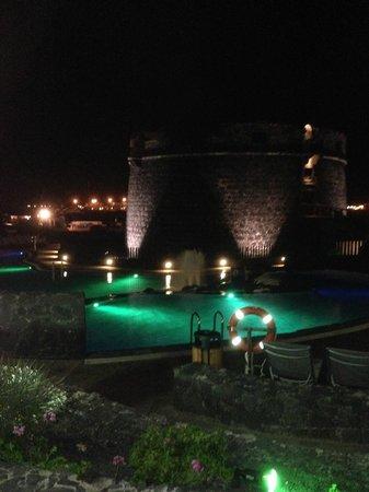 Barcelo Castillo Beach Resort : una piscina di sera