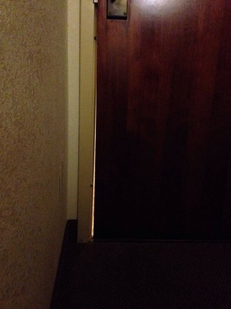 Sleep Inn Louisville Airport & Expo: This is the door to the room.. Where you can see through to the hallway.