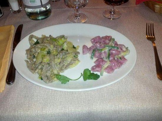 Trattoria Del Simone : Pizzoccheri di grano saraceno fatti in casa con verza e patate, e gnocchi di barbabietole con zu
