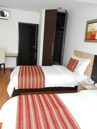 Allpa Hotel & Suites : Quarto