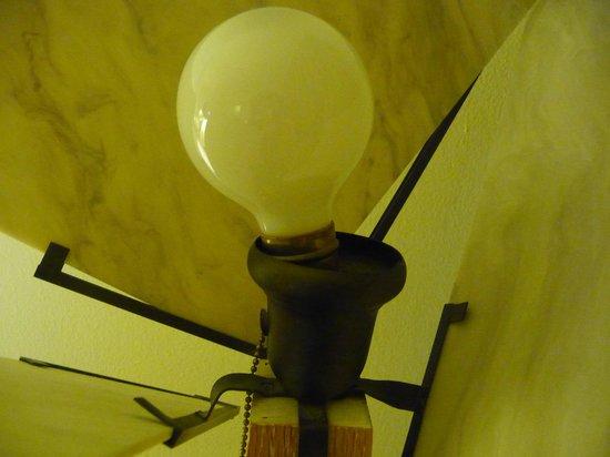 Richmond Hotel: broken bulb