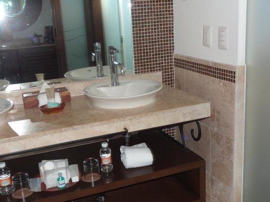 Hyatt Ziva Los Cabos: modern fixtures