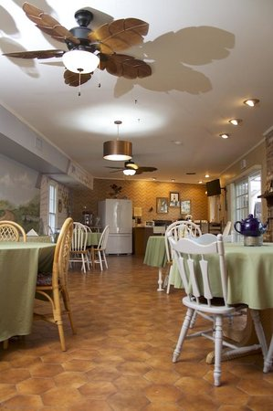 Southern Comfort Manor Bed & Breakfast : Breakfast lounge