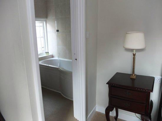 Cathedral Gate Hotel : salle de bain chambre serenity