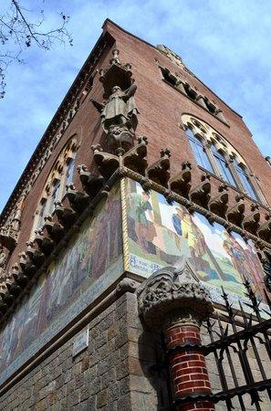 Sant Pau Recinte Modernista: Mosaics everywhere