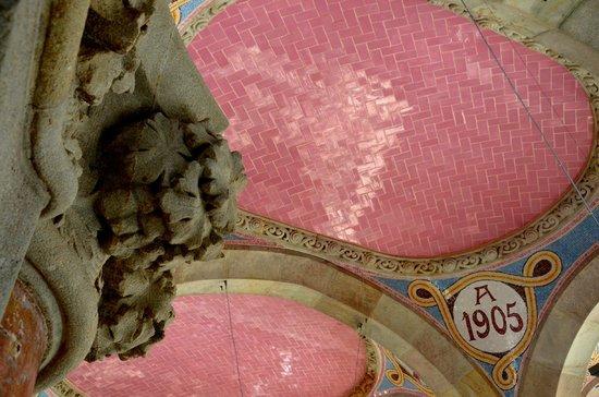 Sant Pau Recinte Modernista: Entrance ceiling