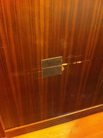 Ambasciatori Place Hotel : La toppa sulla porta