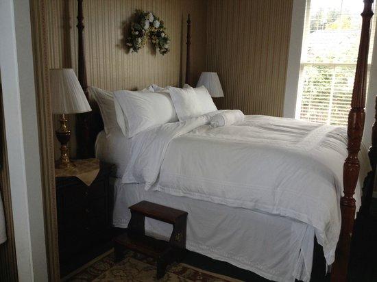 Nicholson House Inn : Bed