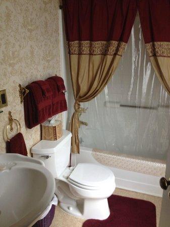 Nicholson House Inn: Bathroom