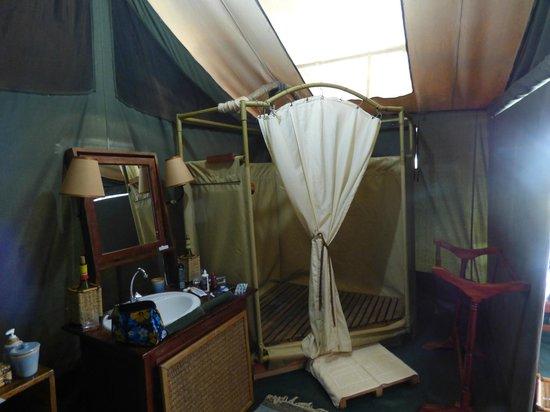 Porini Rhino Camp: En suite bathroom