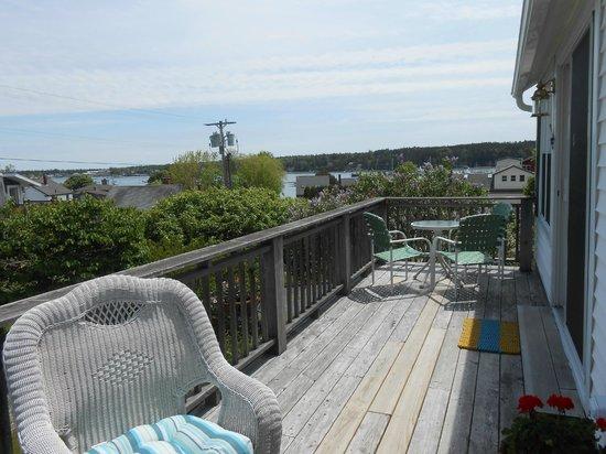 Cranberry Hill Inn : Harbor View Suite private deck