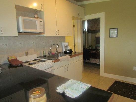 Beachwood Resort: Great kitchen with everything you need.