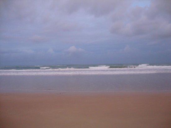 Pousada Tabapitanga: a praia linda , sai da pousada ja esta na areia.