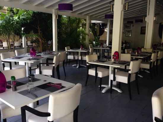 Victoria's Restaurant : Inside seating