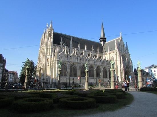 Notre Dame du Sablon: In the garden