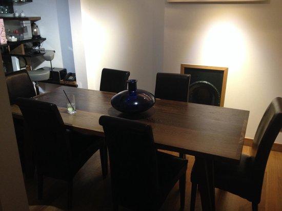Hotel Una: Lush table