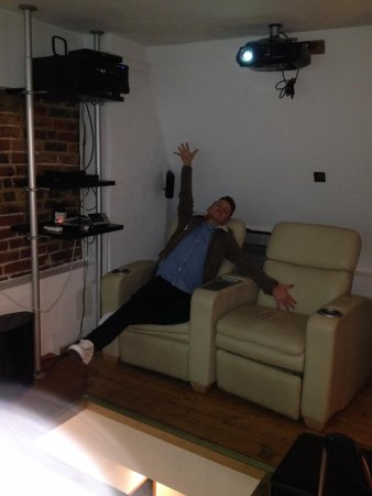 Hotel Una: Cinema room!!