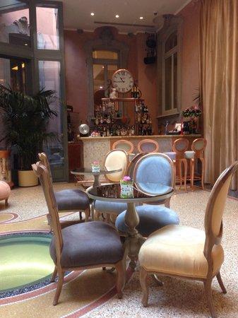 Chateau Monfort : Cute hall