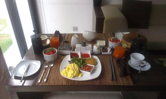 eqUILIBRIA SEMINYAK: beautiful breakfast