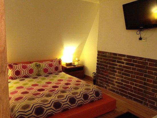 Hotel Una: Very comfy bed!!