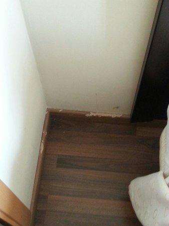 Hotel Bahia de Almunecar: desconchada habitacion