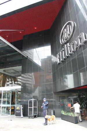 Hilton Bogota: Entrada do hotel