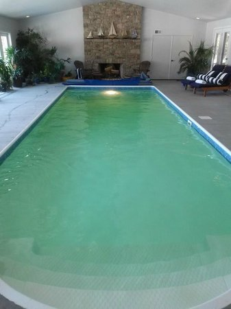 The Inn at White Oak: Indoor pool!