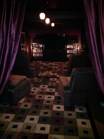 The Inn at White Oak: Cozy theater room!