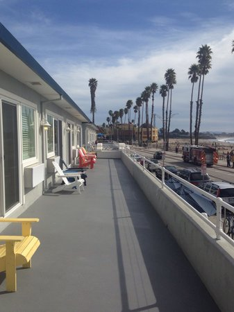 Beach Street Inn and Suites: Our view of the boardwalk from our deck area, right above Beach street