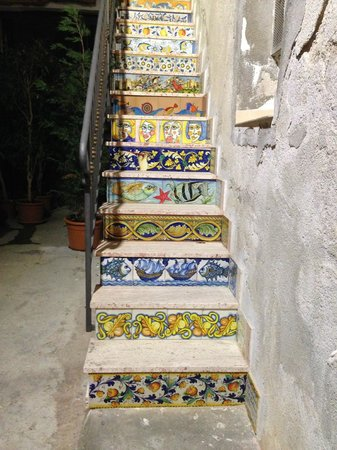 Melqart Hotel: Tile stairs near the hotel