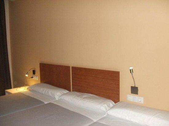 Gce Hoteles : Amplia, tres camas