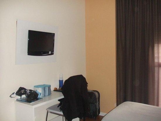 Gce Hoteles : Tv y escritorio