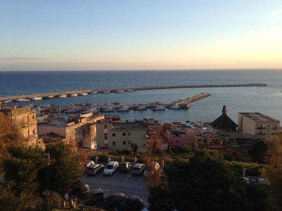 Melqart Hotel: View of the harbor from the steps above the hotel