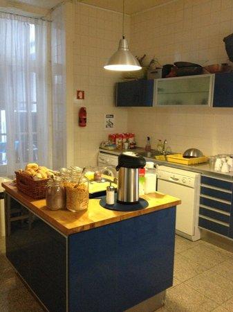 Lisbon Lounge Hostel: Cozinha