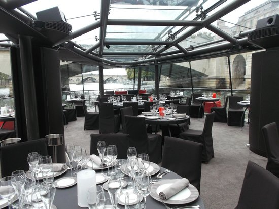 Bateaux Parisiens : Dining room on river boat
