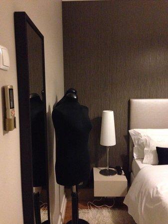 Castilho House: Manequim para colocar casacos