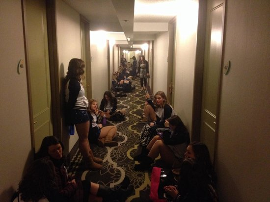 La Quinta Inn & Suites Springfield : 30 kids sitting on the floor of the Springfield La Quinta waiting to be let into their rooms. Th