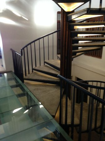 Tanjore Hi Hotel: the stairs