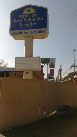 Americas Best Value Inn & Suites - Downtown: Entrance