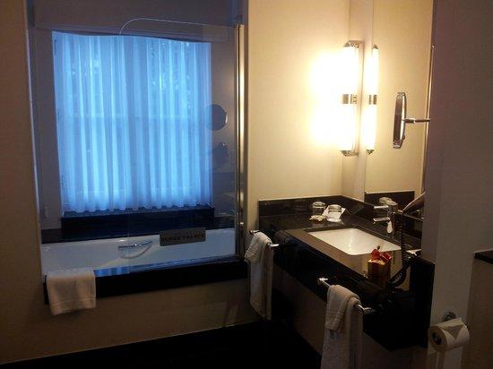 Hotel Dukes' Palace Bruges: Il bagno