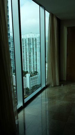JW Marriott Marquis Miami: Floor to Ceiling windows were great