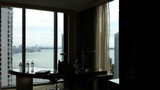 JW Marriott Marquis Miami: Floor to Ceiling windows were great