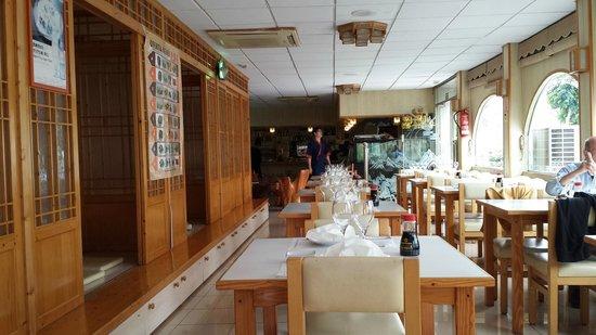 Sakura III: sala con los reservados en los laterales